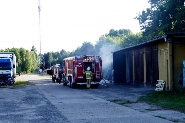 PILNE: Pożar na terenie Zakładu Drzewnego w Kujaniu. Na miejscu kilka zastępów straży pożarnej !