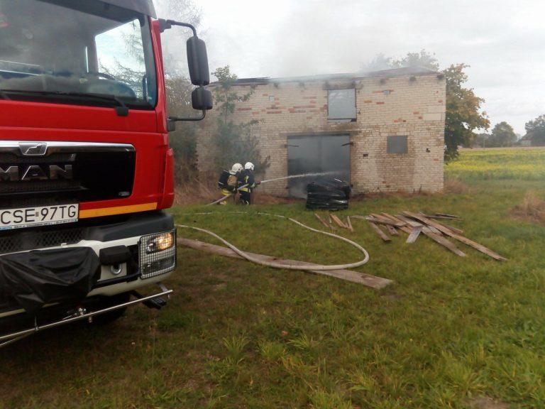 Pożar budynku gospodarczego w Czarmuniu
