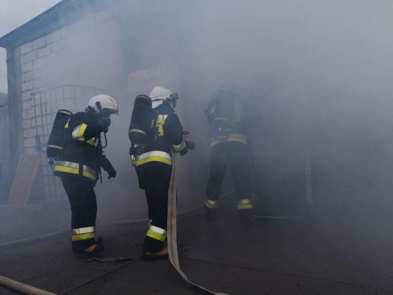 Pożar hali na terenie jednej z firm w Więcborku