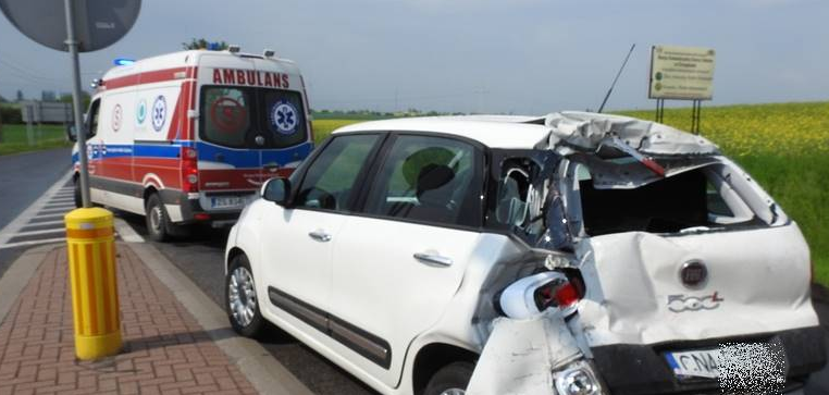 Tir uderzył w tył samochodu osobowego