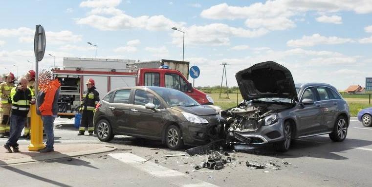 Zderzenie samochodów osobowych na krajowej 10