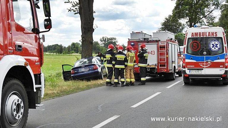 Kierujący audi A4 zasłabł i uderzył w drzewo
