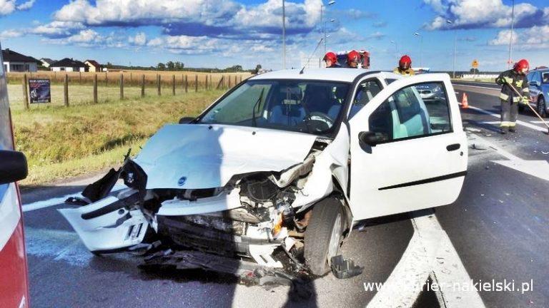 Zderzenie dwóch samochodów osobowych na obwodnicy Nakła Nad Notecią (DK10)