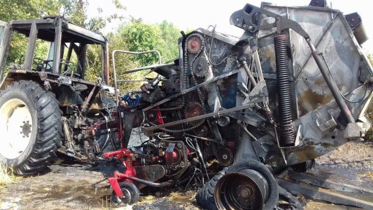Pożar sprzętu rolniczego i słomy. Na miejscu 11 zastępów straży pożarnej [FOTO]