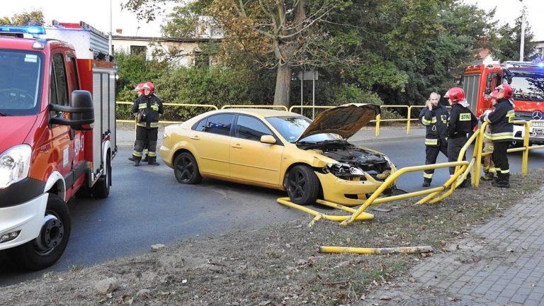 Pijany 25 latek uderzył samochodem w barierki