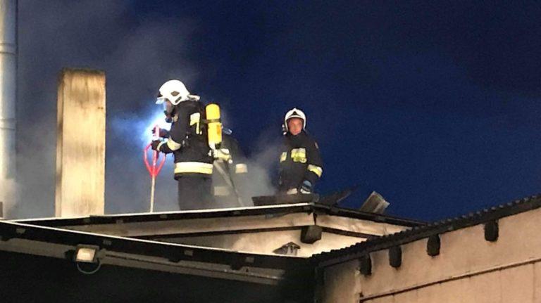 Pożar w zakładzie produkcyjnym w Iłowie
